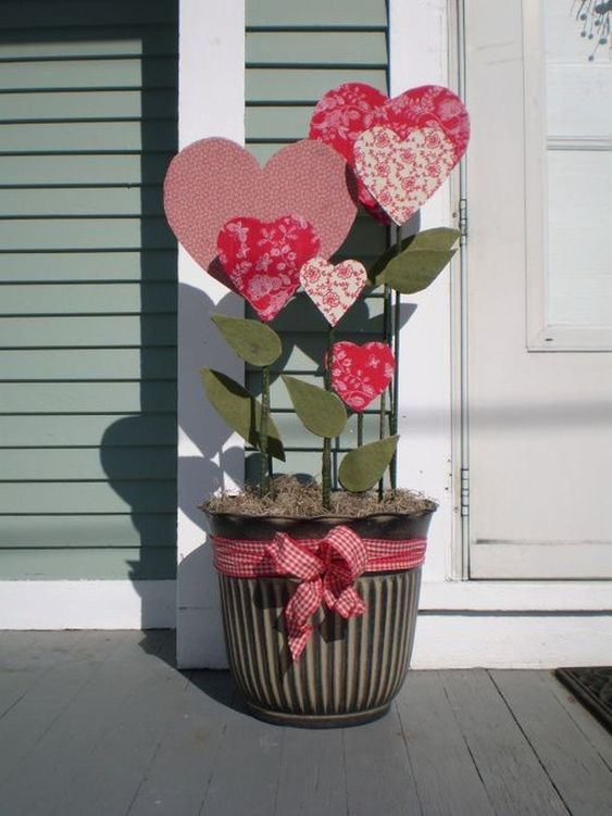 Comfy Outdoor Valentine's Day Decorations